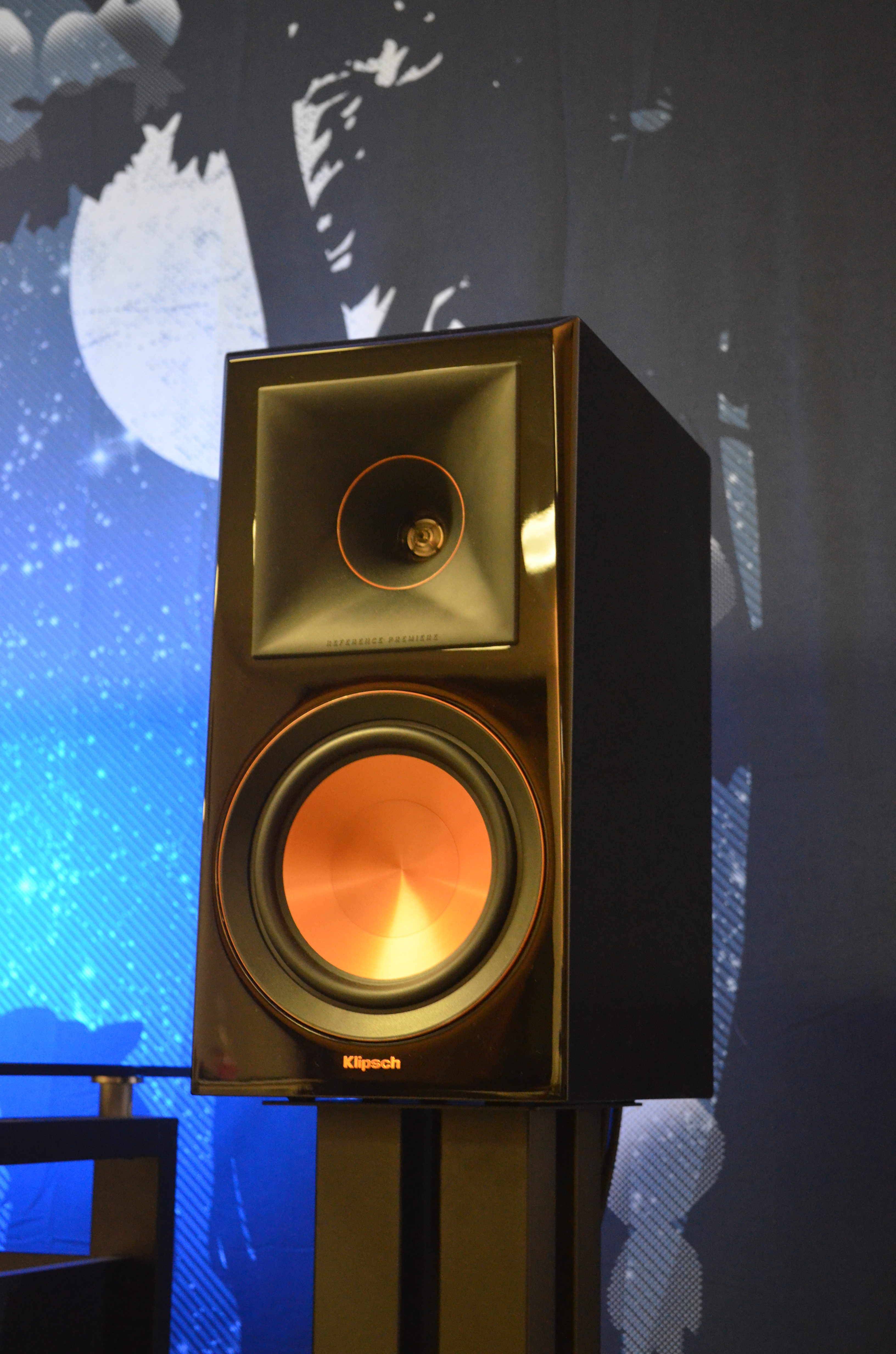 Klipsch RP-600M Review - Buyer's Guide to Excellence